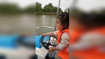 段雅倩龙湾公园划船赶鸭子
