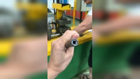 油压缩螺母机操作效果