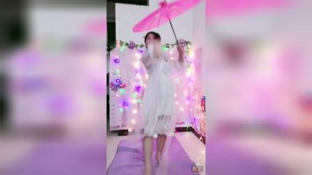 珊珊随心起舞古典扇子伞舞