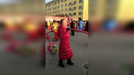 剑舞瑛姿即兴加入民俗表演队(旱船铁棍等)风采展示。2009年春节明乐山庄。