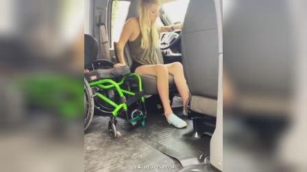 轮椅女孩转移