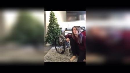 轮椅女孩上轮椅