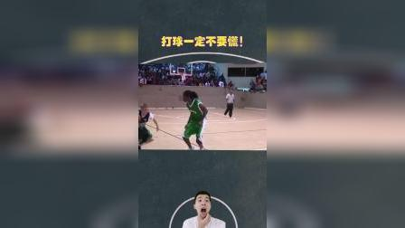 街篮的运球技术有多帅,一个动作还没做完,对手已经躺地上坐着了!