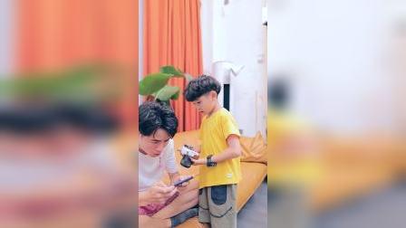 童年趣事:别因为手机,而在孩子心中留下你丑陋的样子!