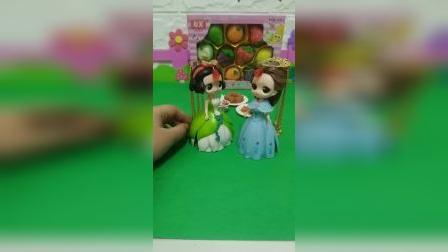 宝宝益智玩具:贝儿给白雪买好吃的你们喜欢吗