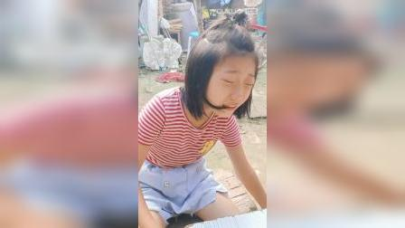 女孩哭鼻子。