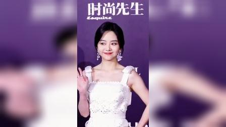 #谭松韵礼服肩膀上的蝴蝶结设计可爱又甜美,跟她的气质超搭配!