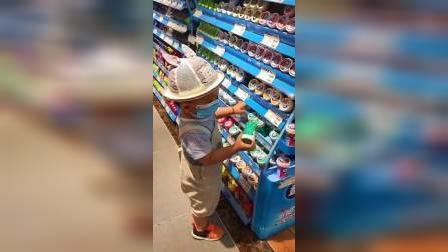 千万不要带孩子去超市,眼前这一幕,妈妈都快气炸了