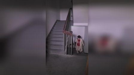 女子半夜回家被陌生男子尾随?