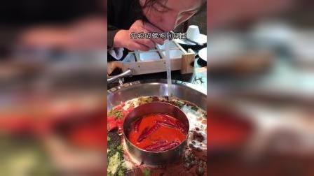 终于来广州啦!教你们奶茶火锅的正确吃法
