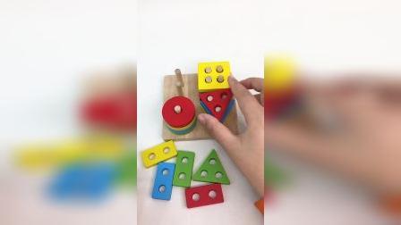 四柱几何形状,配对彩色积木