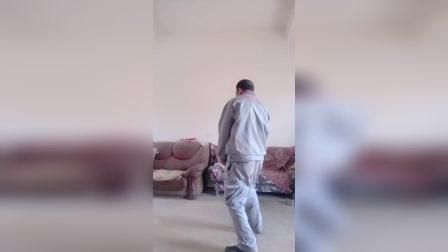 云南省宣威市羊场镇兔场村委会新德村,我徐金龙跳霹雳舞了,朋友们一起看看吧!