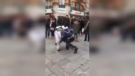 好看小视频:二人摔跤