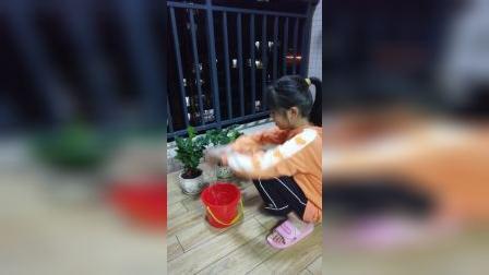 童年趣事:浇水
