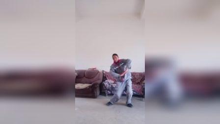 云南省曲靖市网红宣威市羊场镇兔场村委会新德村,徐徐金龙跳舞了哦,朋友们一起看看吧!