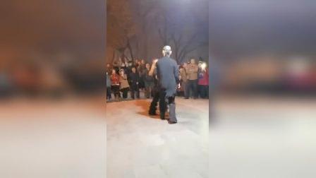 小岳老师和杨老师表演的新式吉特巴