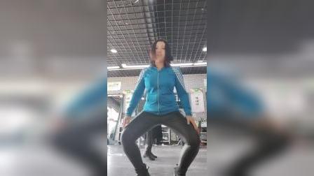 柏欣彤肚皮广场舞