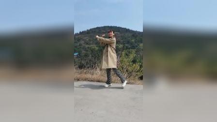 网红火爆《大风吹》山上景色美,怎能不跳舞