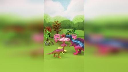 小恐龙把,小虫子带回家,还把虫妈妈也带回家