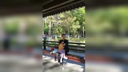 余姚市兰墅公园戏迷陈纪良唱姚剧:村长不是我自已抢,2o21年5月5日开开心心1947剪缉。