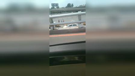 高速公路。
