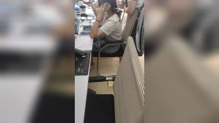广州一个员工用8个手机的公司厉害了