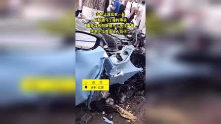 """""""天价车祸"""" 吉林辽源发生一起阿斯顿马丁撞树事故"""