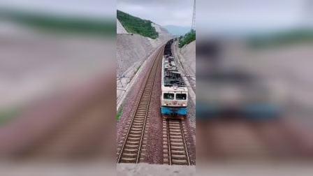 郑局乡段SS4G牵引敞车通通过瓦日线