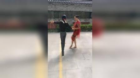 zhanghongaaa没音乐跳交谊舞(冠军套路的恰恰,男步,唐媚美女)原汁原味