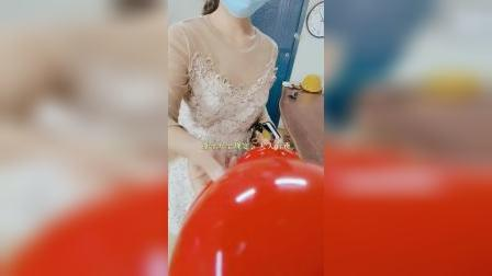 来看美女同事帮客户找注浆管啦。