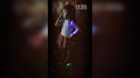 4岁小萝莉跳洗脑神曲《小苹果》,萌萌哒