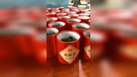 春饮花茶,夏饮绿茶,秋饮青茶,冬饮红茶  9月,最适合喝点青茶,而青茶中又最适合喝点铁观音。