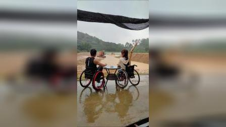 轮野会脊髓损伤截瘫轮友场地驾驶UTV越野体验掉泥水坑