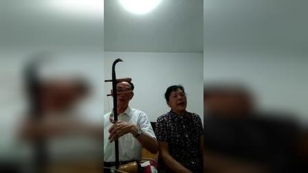 老爸老妈在家自娱自乐唱湖南花鼓戏👍👍