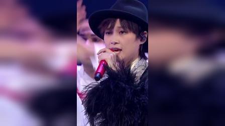 李宇春时尚造型惊艳亮相,大秀歌舞展示高超唱功!