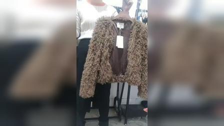 品牌秋冬精品毛呢外套西装风衣外套连衣裙针织衫等