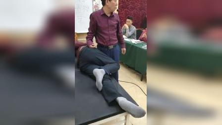 中医叶颖华肌筋膜松解术,讲解胸椎,腰椎复位手法