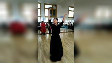李老师蒙古舞背面_20191224182051