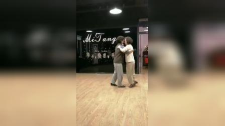 上海MiTango阿根廷探戈课学生舞步演示,反弹步+sacada+giro