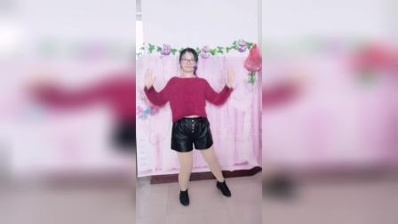 珊珊广场舞网红舞《谁》《小苹果》《爱情有时很残忍》.mp4