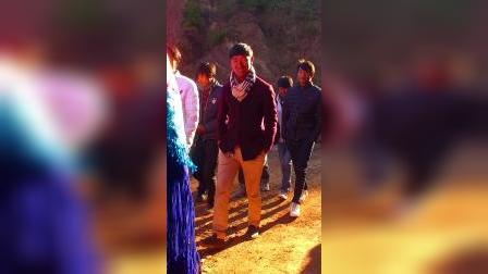 彝族姑娘结婚路上