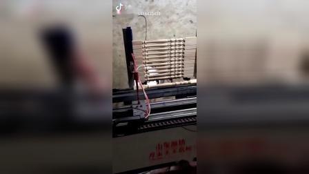 楼梯立柱喷漆机喷漆视频