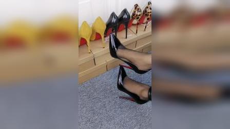 黑色红底细跟10公分漆皮面,出席活动晚会女人必备!喜欢💕留言