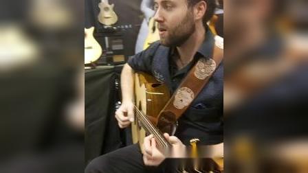 Zarek在美诗特吉他展位上随便一弹 即便环境嘈杂 也如泉水涓流悦耳
