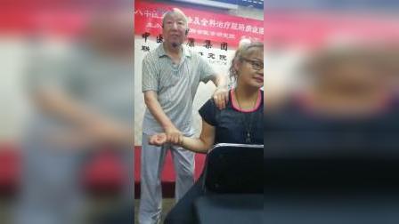 达摩正骨治疗肩关节脱臼移位疼痛复位手法_标清