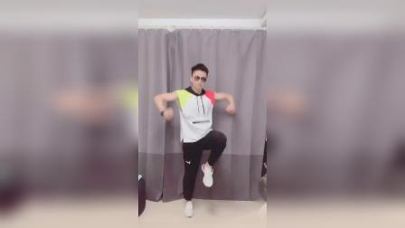帅萌帅萌的网红小狐狸舞蹈