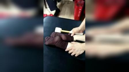 何强八部归宗术治疗腰椎疼痛手法教学_标清