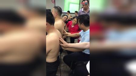 胡青耀连环锁平衡定骨指导学员练习手法教学实操_高清
