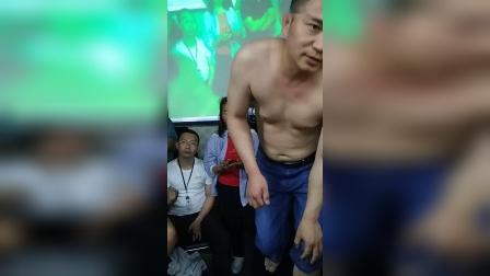 胡青耀连环锁平衡定骨治疗腰椎疼痛手法课堂教学视频_超清