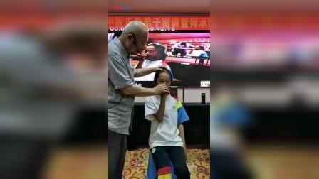 黄炳荣治疗鼻炎呼吸不顺手法教学_高清